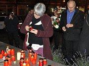 Vzpomínkové setkání 17. listopadu na lounském Mírovém náměstí