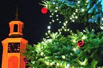 Adventní slavnost v Lounech a slavnostní rozsvícení vánočního stromu.