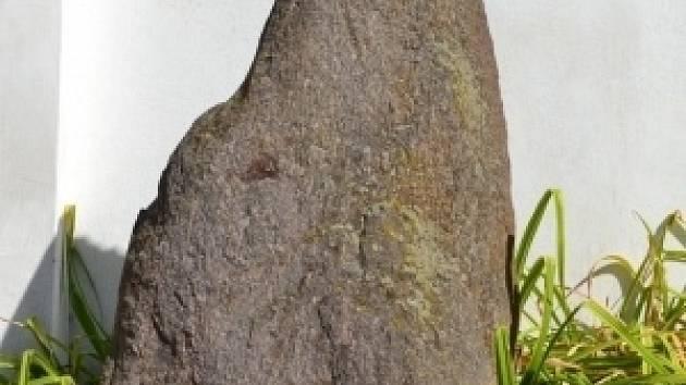Menhir v lounském muzeu.