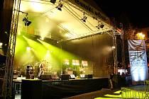 Hlavní scéna Vábení během vystoupení kapely Wohnout