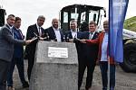 U Loun se v pátek slavnostně zahájila výstavba dálnice D7.
