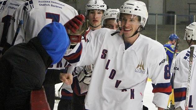 Hokejisté Loun se radují po výhře v posledním utkání základní části ústeckého přeboru.