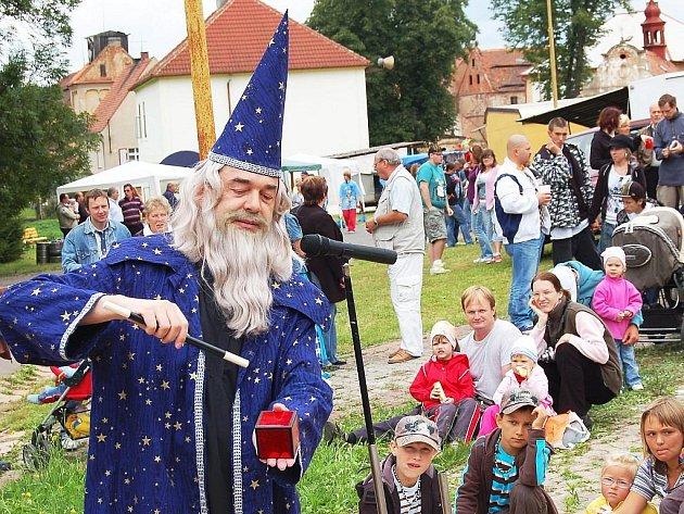 Malé i velké pobavil kouzelník
