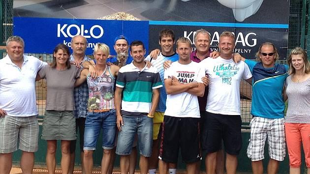 Lounský tenisový tým postoupil ze druhé ligy do první.