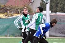 FK Louny (v modrém) podlehl Zbuzanům doma 2:5.