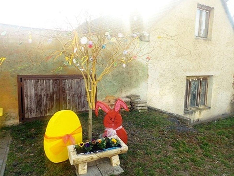 Velikonoční výzdoba ve Stroupči.