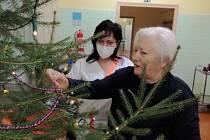 O vánoční atmosféru klienti v Nemocnici AGEL Louny nepřijdou ani letos.