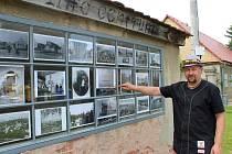 Jedním z mála míst v Siřemi, které připomíná pobyt Franze Kafky, je bývalá váha obilí. Umístěné jsou na ní fotografie, uvnitř je piano a další artefakty, které spisovatel v románu Zámek zmiňuje.