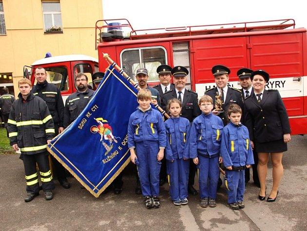 Kryrští dobrovolní hasiči dostali ke 140 výročí založení jednotky nový prapor