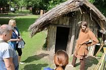 Vítání prázdnin v Archeologickém skanzenu Březno u Loun. Připraven byl samozřejmě výklad o historii