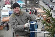 Stanislav Schneider s kolegy zdobil stromek na žateckém centrálním náměstí