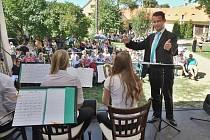 Big Band teplické konzervatoře diriguje na zámku v Jimlíně Lukáš Čajka.