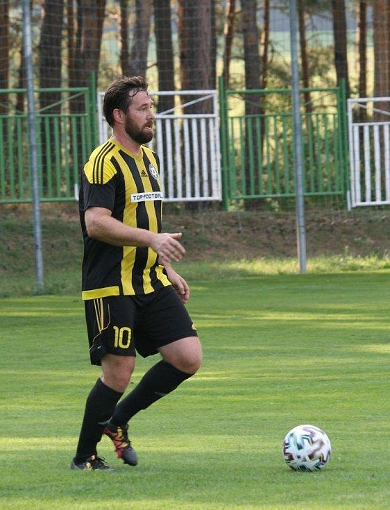 Vroutek (v žluto-černém) - Buškovice