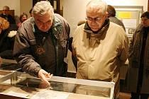 Výstava pravěkých šperků v Oblastním muzeu v Lounech