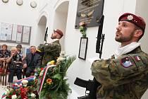 Vzpomínkový akt na žatecké radnici při příležitosti 68. výročí popravy kpt Karla Sabely a dalších mužů