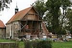 Obnova kostela sv. Šimona a Judy v Lenešicích.