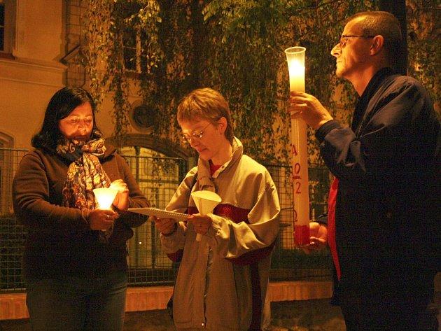 Tajemná noční vycházka se svíčkami a tematickým čtením při Noci kostelů vroce 2012