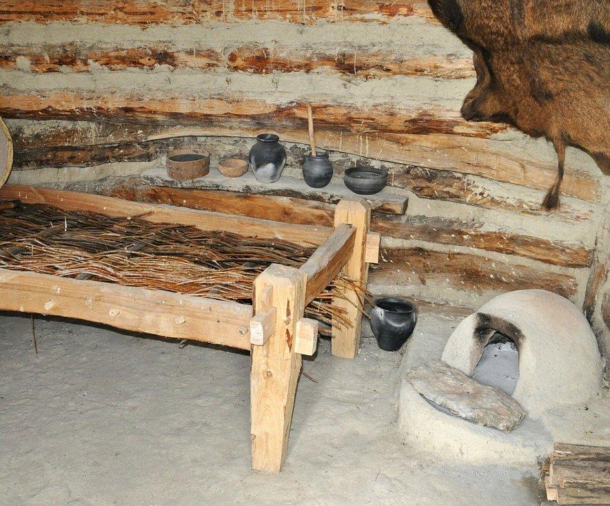 Unikátní archeologický skanzen v Březně u Loun je opět otevřený pro veřejnost.