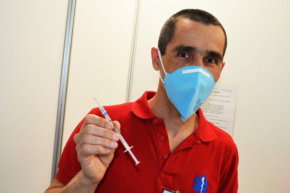 Praktický lékař Miroslav Urban v žateckém očkovacím centru