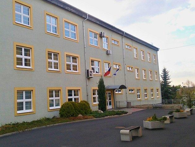 Vchod do Městského úřadu Louny, budovy Pod Nemocnicí.