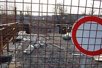 Rekonstrukce mostu u žateckého nádraží se protáhla na celý rok