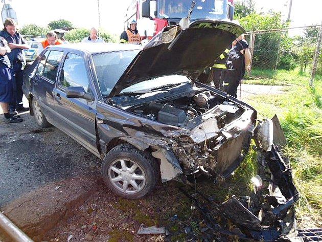 Nehoda osobního automobilu s vlakem v Žatci