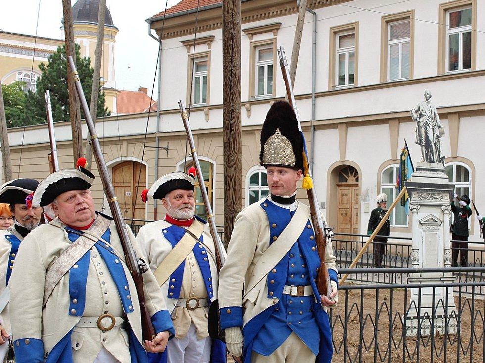 Den památek v Žatci: zábavná připomínka odhalení a stržení sochy císaře Josefa II. na náměstí.