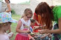 Pro děti byla připravena spousta her a soutěží. Hodně veselo bylo v Blátivé kuchyni