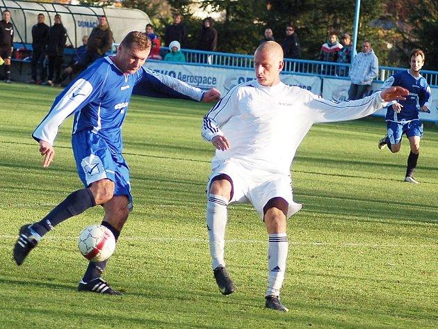 Fotbalové utkání Loun (v modrém) proti Blšanům