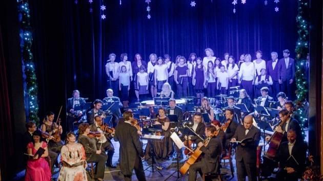 Vánoční koncert v žateckém divadle proběhne on-line.