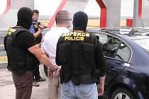 Zadržení policisty z Loun, podezřelého ze zneužívání nezletilých dívek