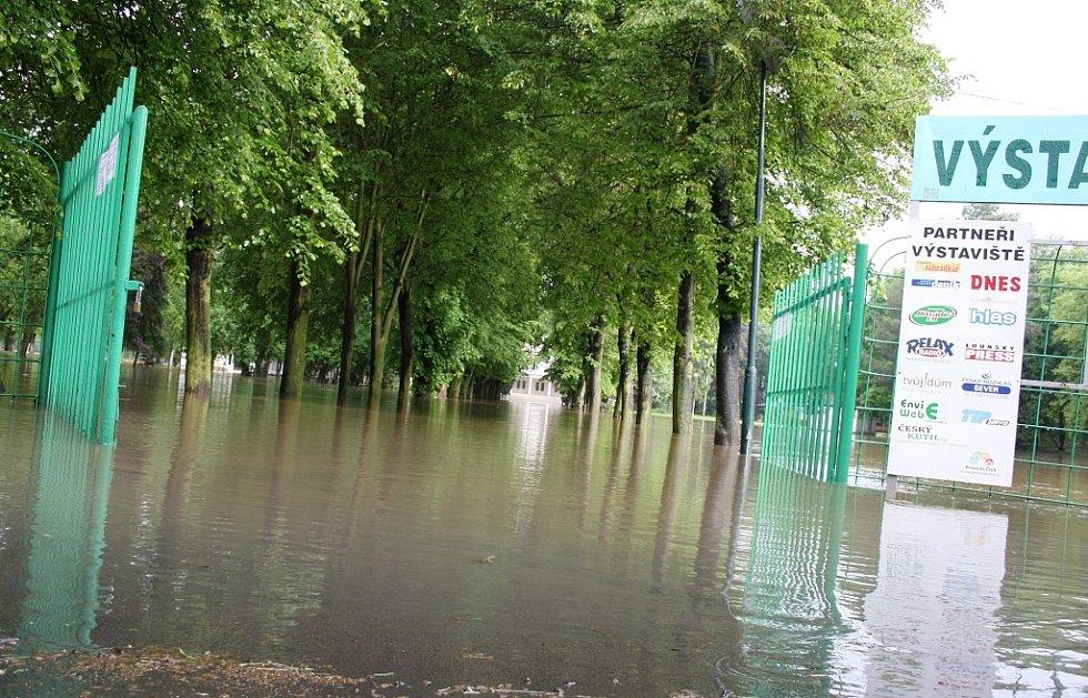 Rozvodněná Ohře v Lounech 4. 6. 2013. Pohled na lounské výstaviště