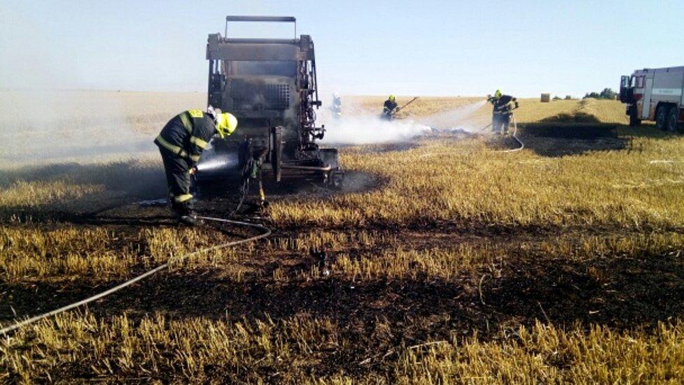 U Libčevsi hořel lis na balíky sena. Škoda se vyšplhala na 350 tisíc korun