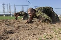 Ilustrační foto - překážková dráha v areálu vojenského stadionu Flora v Žatci
