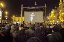 Tisícovka diváků sledovala Rusalku pod širým nebem na pražském náměstí Republiky. Do žateckého divadla přišlo na přímý přenos téměř dvě stě návštěvníků.