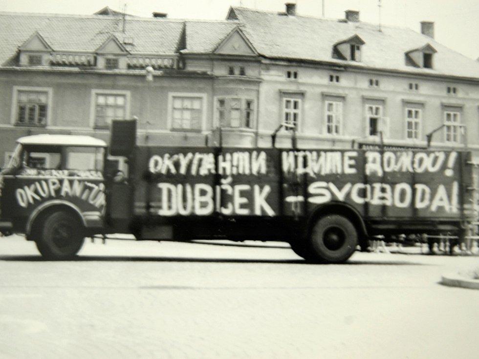 I v Žatci se objevily protiokupační nápisy na zdech nebo třeba nákladních autech.