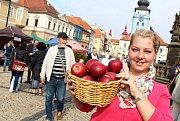 Farmářská slavnost v Žatci lákala také na soutěž o nejlepší jablečný výrobek nebo na kulturní program.