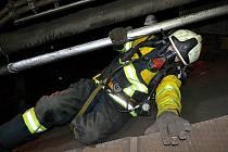Smyslem havarijního cvičení v Elektrárně Počerady byl nácvik záchrany zraněné osoby ze stísněných prostor šikmého zauhlovacího mostu.