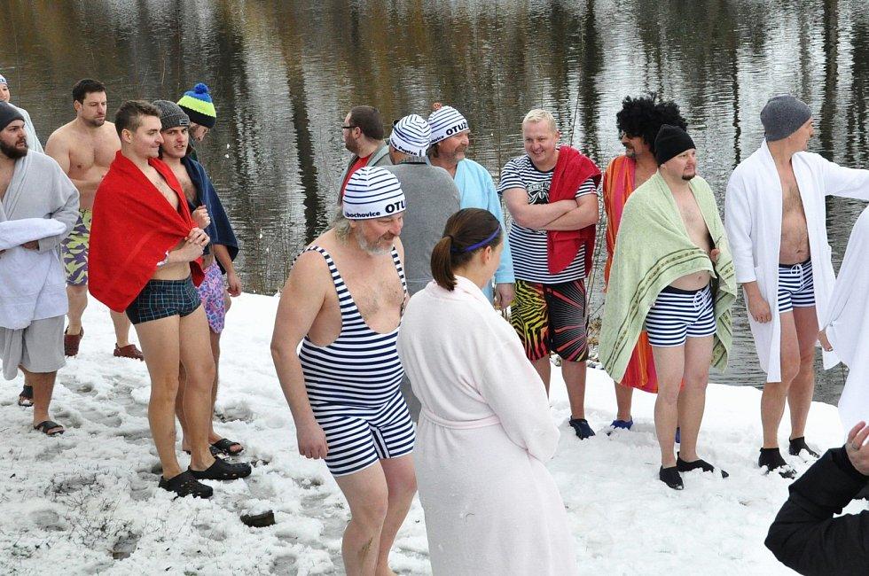 V Lounech v neděli odpoledne proběhl pátý ročník akce s názvem Zimní smočení v Ohři.