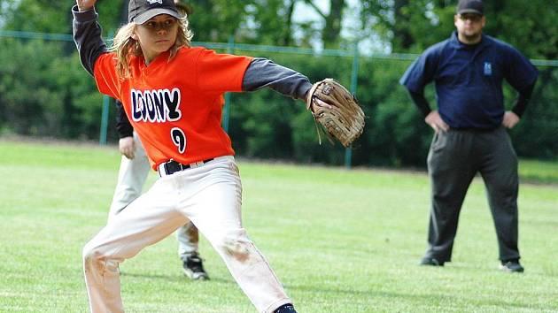 Baseballisté Loun (v oranžovém), žáci, v zápase proti Tempu Praha
