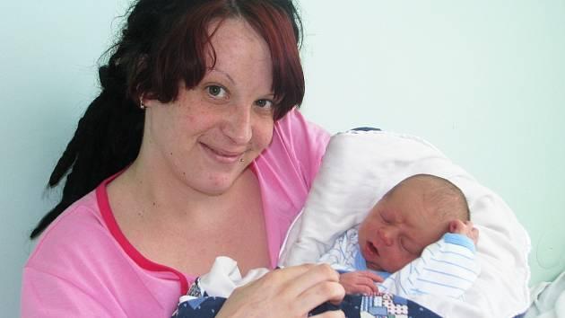 Mamince Martině Putové z Vroutku se 17. dubna 2013 v 10.22 hodin narodil synek Marek Sára. Vážil 2995 gramů a měřil 47 centimetrů.
