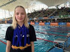 Lounská Jitka Hornofová s medailemi ze závodů v Mnichově.