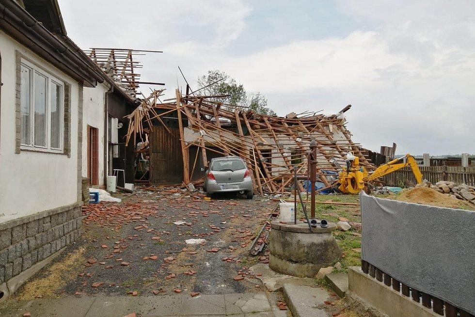 Následky čtvrteční bouře ve Stebně na Podbořansku