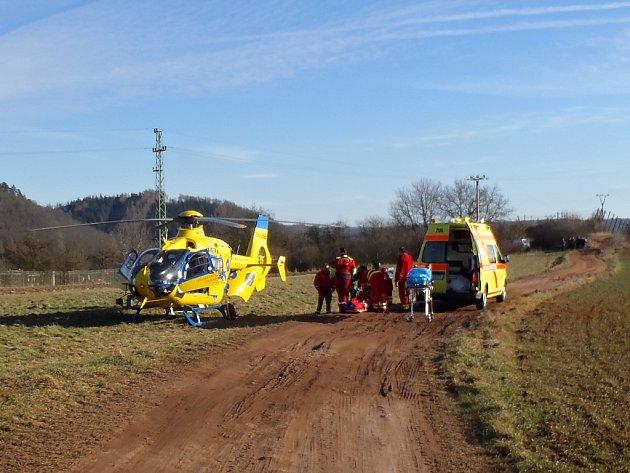 Popáleného muže transportoval do nemocnice vrtulník