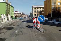 Ulici Volyňských Čechů v Žatci čeká rozsáhlá rekonstrukce. Nejprve dostane novou kanalizaci, poté i povrch.