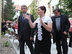 Starostka Žatce Zdeňka Hamousová hovoří s ministrem Jaromírem Drábkem
