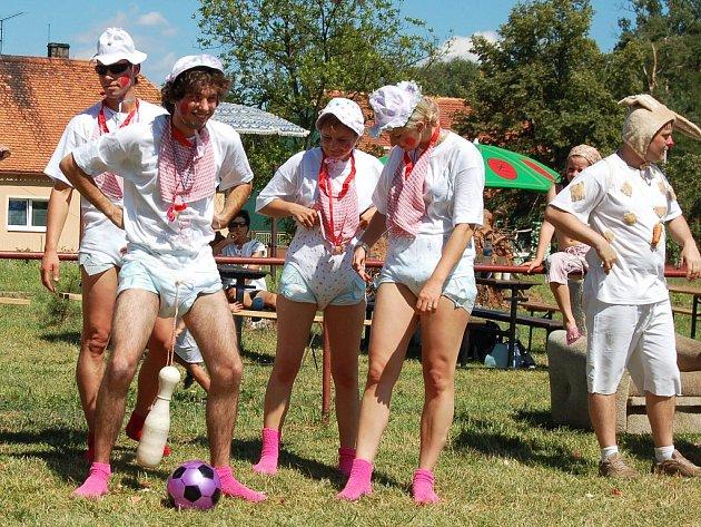 Závodníci na Opijádě v Holedeči.