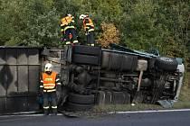 U obce Žiželice na Žatecku havarovala dvě nákladní vozidla.