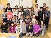 Děti ze všech tříd ZŠ Zeměchy