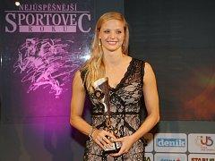 Simona Baumrtová převzala trofej pro vítěze ankety Nejúspěšnější sportovec Ústeckého kraje roku 2016